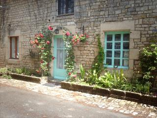 Cozy 2 bedroom Cottage in Ardilleux with Satellite Or Cable TV - Ardilleux vacation rentals