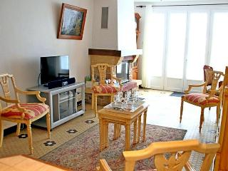 Nice House with Television and Microwave - Nieul sur Mer vacation rentals