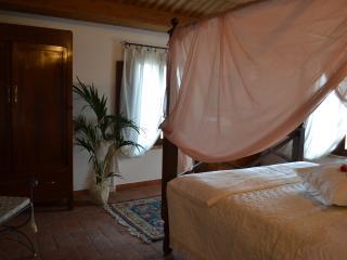 Cà Prosciutto: Suite dei Ciliegi - Roncofreddo vacation rentals
