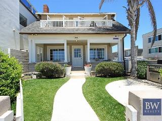 Ideal Location!  Single Family Oceanfront. Huge Front Yard & Porch! (68173) - Newport Beach vacation rentals