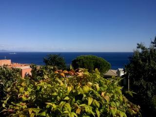 Appartamento con grande terrazzo e splendida vista sul mare dei Piani di Invrea - Varazze vacation rentals