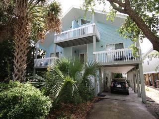 Pelican Perch - Open and spacious 4 bedroom unit one block for the beach. - Kure Beach vacation rentals