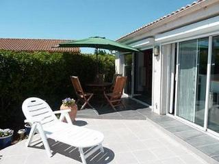 Chic 2 bed villa with pool, walk to the beach - Herault vacation rentals