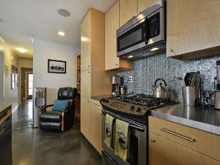 2BR Modern Duplex - Unit B, Hot Tub & Fun Yard, Walk to Zilker & SoLa - Austin vacation rentals