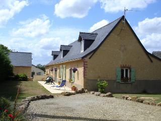 Cozy 2 bedroom Chateau-Gontier Gite with Satellite Or Cable TV - Chateau-Gontier vacation rentals