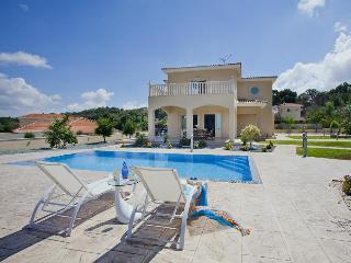 4 Bed Exquisite Villa In Stroumbi, luxury, modern - Stroumbi vacation rentals