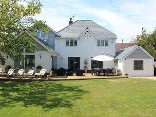 Perfect 6 bedroom East Preston House with Internet Access - East Preston vacation rentals