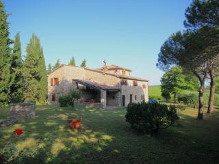Villa LisiDor, luxury Tuscany cottage in Chianti - Gaiole in Chianti vacation rentals