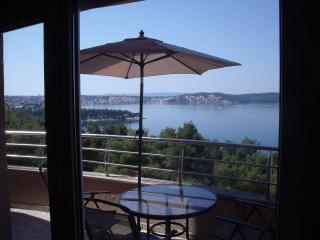 Beautiful 2 bedroom Condo in Trogir with A/C - Trogir vacation rentals