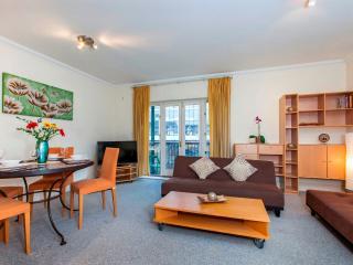 Large City of London 2 BR 2 BA Balcony Apartment - London vacation rentals