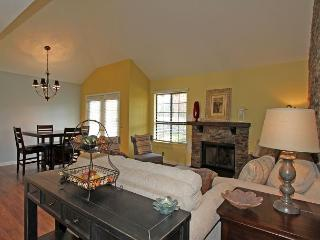 Two Bedroom Two Bath Desert Falls CC Single Story Hideaway with Free Tennis - Palm Desert vacation rentals