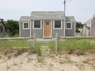 Perfect 1 bedroom House in East Sandwich with Deck - East Sandwich vacation rentals