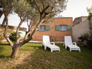 Romantic Gite with A/C and Television - Miramas vacation rentals