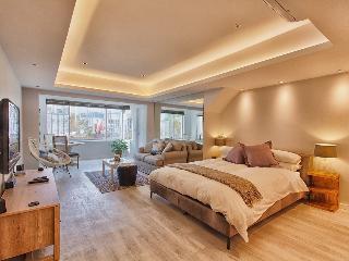 Comfortable 1 bedroom Camps Bay Condo with Internet Access - Camps Bay vacation rentals