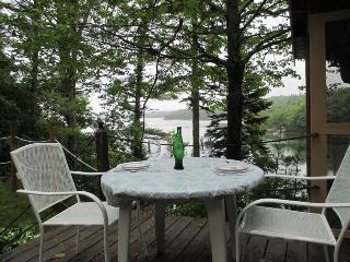 CROW`S NEST | PHIPPSBURG | WATERFRONT | STUNNING VIEWS | DOCK AND FLOAT | QUIET RETREAT - Boothbay vacation rentals