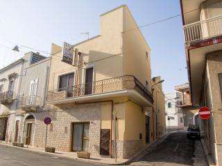 Bright 4 bedroom B&B in Carovigno - Carovigno vacation rentals