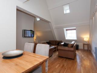 Perfect Condo with Internet Access and Television - Edinburgh vacation rentals
