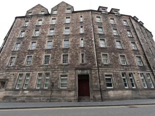 3 Bedroom Apartment in Grassmarket, Edinburgh (11) - Edinburgh vacation rentals