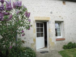 Romantic Gite in Orleans with Internet Access, sleeps 2 - Orleans vacation rentals
