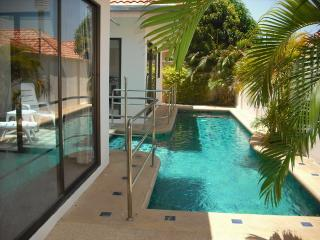 AvG1 (2 bedroom house with pool on Pratumnak hill - Pattaya vacation rentals
