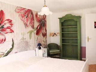 """Romantisches Zimmer """"Lilie"""" mit Gemeinschaftsbad - Kappeln vacation rentals"""