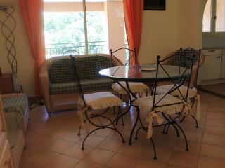 Appartement dans résidence avec piscine F112 - La Croix-Valmer vacation rentals