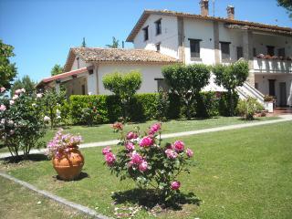 casa vacanze con piscina tra le colline di Gubbio - Sigillo vacation rentals