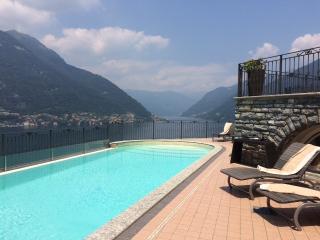 Villa con piscina e vista lago di Como - Faggeto Lario vacation rentals