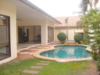 AvG 2- 2 bedroom house with pool at Pratumnak - Pattaya vacation rentals