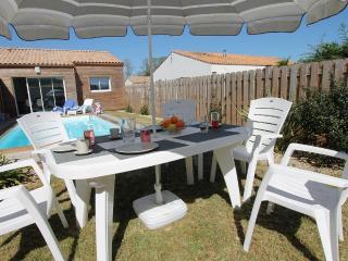 Villa Cardamine, piscine chauffée privée, confort - Talmont Saint Hilaire vacation rentals