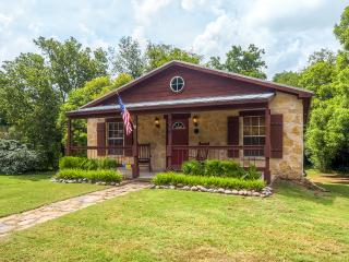 Beautiful and Newly Renovated 2BR Cottage in Glen Rose - Close to Downtown Attractions! - Glen Rose vacation rentals