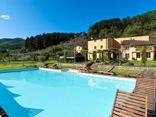 Casa Del Fattore, Sleeps 15 - Capannori vacation rentals