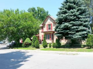 Nature Lovers best choice for comfortable stay - Niagara Falls vacation rentals