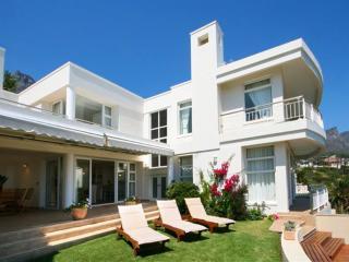 Bright Villa in Camps Bay with A/C, sleeps 8 - Camps Bay vacation rentals