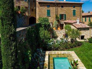 Charming Villa with Television and DVD Player - Castelmuzio vacation rentals