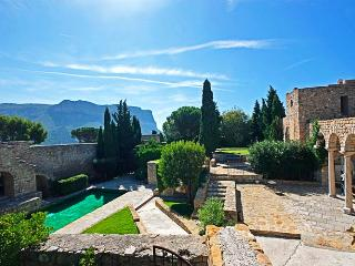 Chateau de Cassis, Sleeps 14 - Cassis vacation rentals