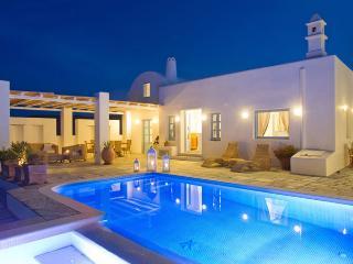 Bright 2 bedroom Vourvoulos Villa with Internet Access - Vourvoulos vacation rentals