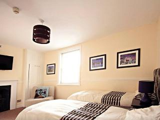 in London large grouphome-Families Groups Stag-Hen - London vacation rentals