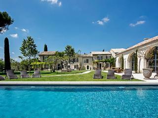 Domaine de St Remy, Sleeps 24 - Saint-Remy-de-Provence vacation rentals