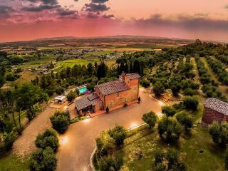 Cozy Villa in Pisa with Television, sleeps 8 - Pisa vacation rentals