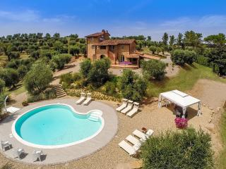 Charming Villa in Tuscan Countryside near Forcoli - Villa Bocelli - Forcoli vacation rentals