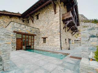 Chalet Toit du Monde, Sleeps 8 - Val d'Isère vacation rentals