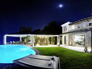 Villa Edoardo, Sleeps 6 - Viros vacation rentals