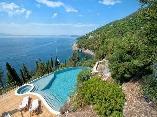 4 bedroom Villa with Internet Access in Kassiopi - Kassiopi vacation rentals