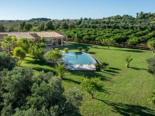 Comfortable 3 bedroom Villa in Castelvetrano with Grill - Castelvetrano vacation rentals
