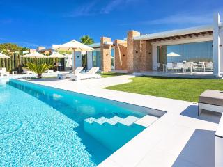 Bright 6 bedroom Villa in Sant Josep De Sa Talaia - Sant Josep De Sa Talaia vacation rentals
