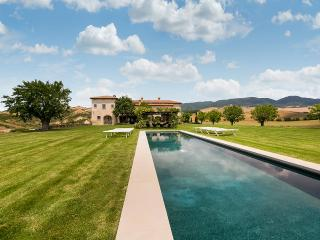 Beautiful Villa with Internet Access and Hot Tub - San Quirico d'Orcia vacation rentals