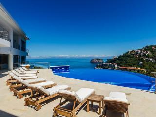 6 bedroom Villa with Hot Tub in Boca de Tomatlan - Boca de Tomatlan vacation rentals