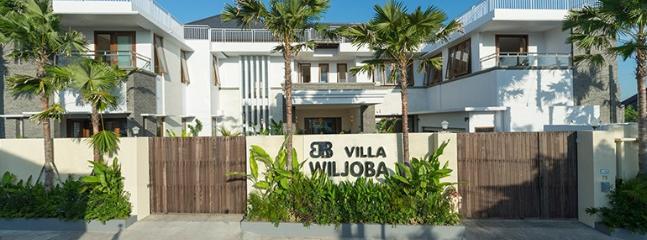Villa Wiljoba, Oceanview, 6 Bedroom, Family Villa - Canggu vacation rentals