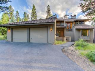 Private hot tub and sauna, space for 12, pets ok - Sunriver vacation rentals